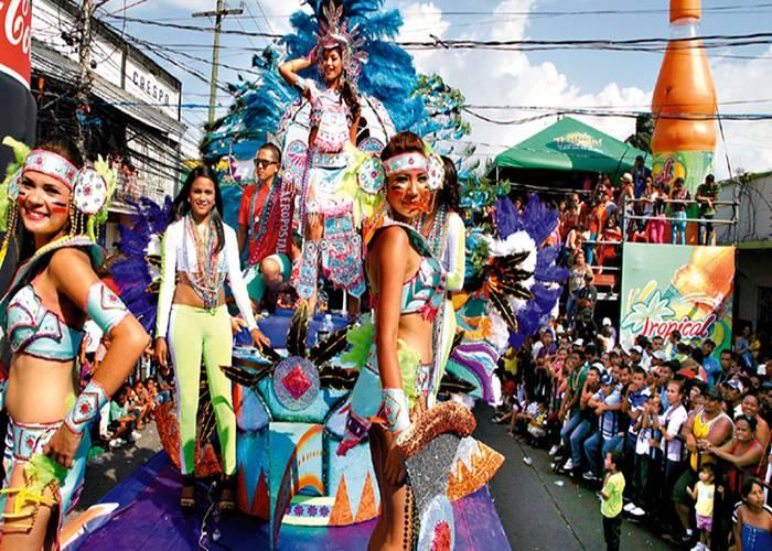 El desfile es la celebración más esperada de los carnavales de La Ceiba
