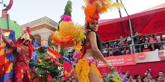 El gran desfile del Carnaval de La Ceiba está cargado de colores