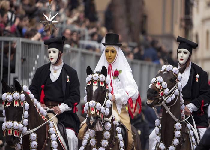 El personaje más importante de los carnavales Oristano es su Compoidori y sus acompañantes