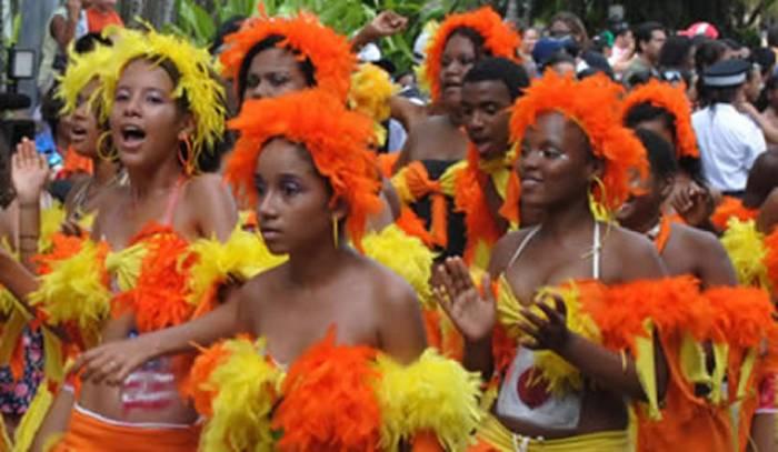 En los carnavales del Harare participan desde los más pequeños