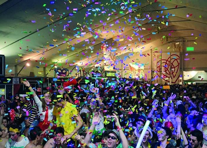 En la tienda del carnaval de Alcobaça se realizan fiestas y diferentes eventos