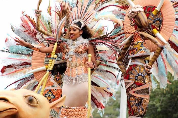 La competencia en el desfile del carnaval de Mindelo es feroz y los participantes dan lo mejor de si para ganar