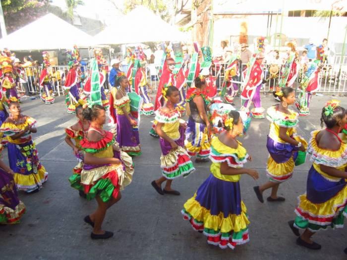 Los colores vivos son parte importante del carnaval internacional de Harare