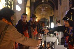 Trajes del carnaval del Vino de Haro y degustación de vino