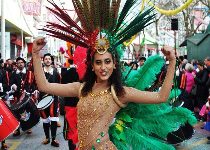 Uno de los carnavales más antiguos de Portugal toma lugar en Loulé donde la gente celebra a o grande