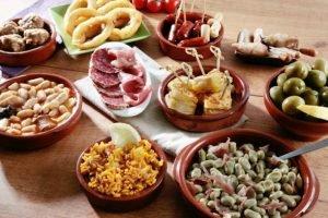 Badajoz es famosa por tener una gran variedad de tapas. Se consumen en grandes cantidades después de las principales celebraciones del carnaval