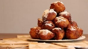 Buñuelos de Águilas son donas fritas espolvoreadas con azúcar