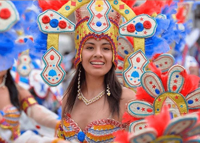 Cajamarca es considerada la Capital del Carnaval de Perú por sus coloridas fiestas y trajes impresionantes
