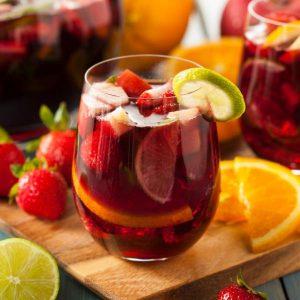 Cuerva es vino con limón que se toma en las festividades en Águilas