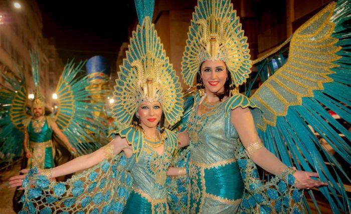 Durante los 3 desfiles principales del carnaval de Águilas, las comparsas realizan coreografías en las calles principales