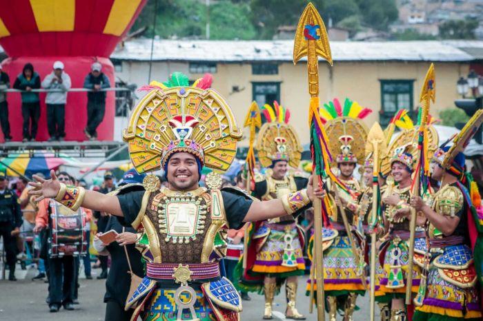 Durante las patrullas y desfiles del carnaval de Cajamarca la gente usa disfraces temáticos o trajes tradicionales
