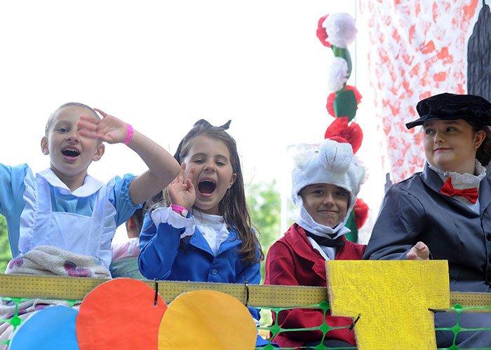 El Carnaval de Woodley es una tradición que se ha mantenido gracias a la cooperación de la sociedad que conforma la ciudad