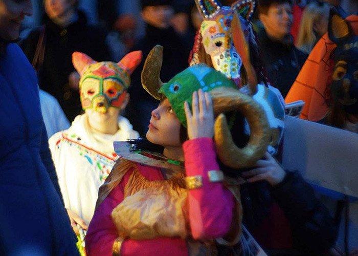 El Carnaval de Český Krumlov es una ocasión para dar a conocer su cultura y tradiciones. Los niños participan durante toda la celebración