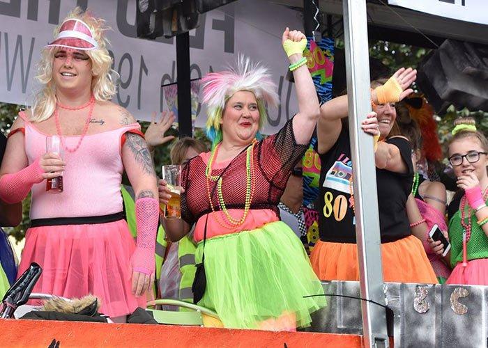 El Carnaval de Nuneaton es un evento especial donde las personas recaudan dinero para la caridad
