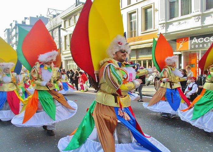 El Carnaval en Ostende es una celebración colorida y alegre que involucra a toda la población