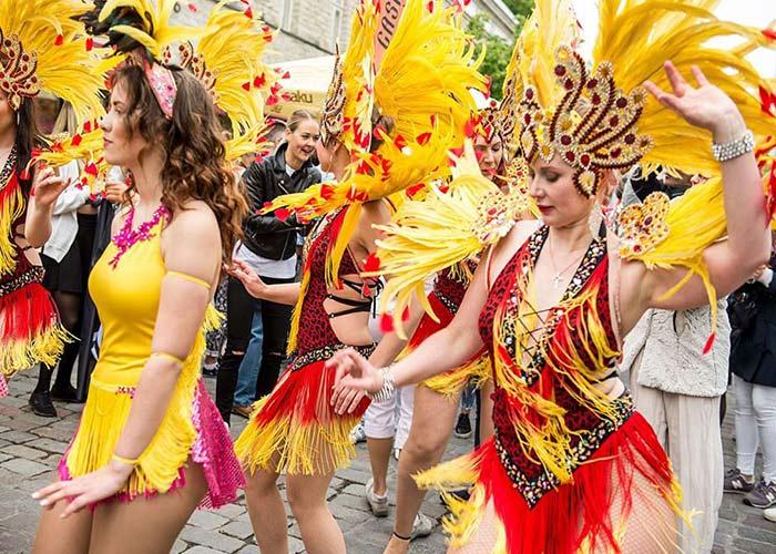 El Desfile de Carnaval de Estonia es un pedazo de Brasil que se celebra en la capital de Estonia