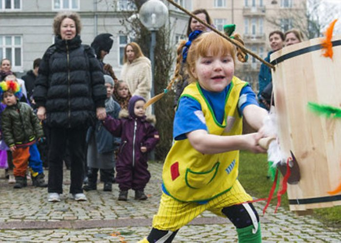 El Fastelavn es una celebración que se lleva a cabo en Noruega y otros países nórdicos donde los niños son los participantes principales