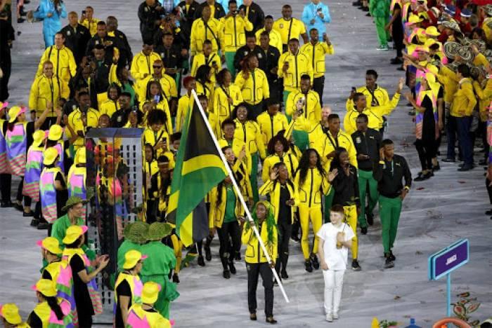 El Gran desfile del Festival de la Independencia de Jamaica sale del Estadio Nacional y atraviesa las calles principales