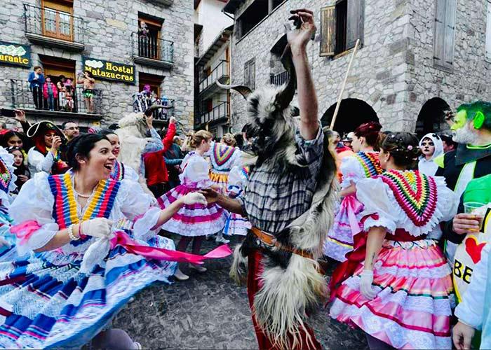 El carnaval de Bielsa ha mantenido sus tradiciones por siglos y posee personajes peculiares