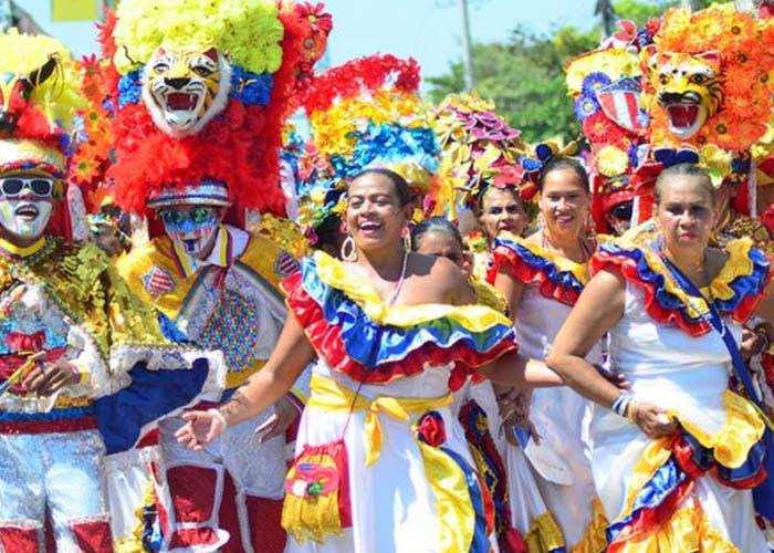 El carnaval de Carúpano es uno de los carnavales principales del país. La gente sale a tomar las calles y festejar con disfraces y música