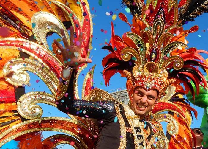 El carnaval de Ensenada es una fiesta a todo color que incluye 3 grades desfile con los Reyes del Carnaval
