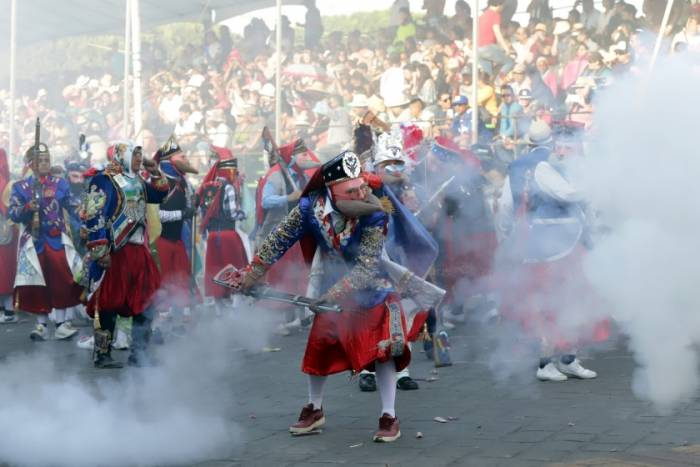 El carnaval de Huejotzingose lleva a cabo a través de detonaciones de pólvora para simular la Batalla de 5 de mayo
