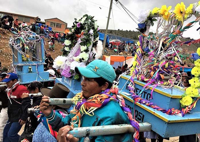 Durante el desfile del carnaval de Potosí se toca música tradicional y se usan prendas de ropa típica