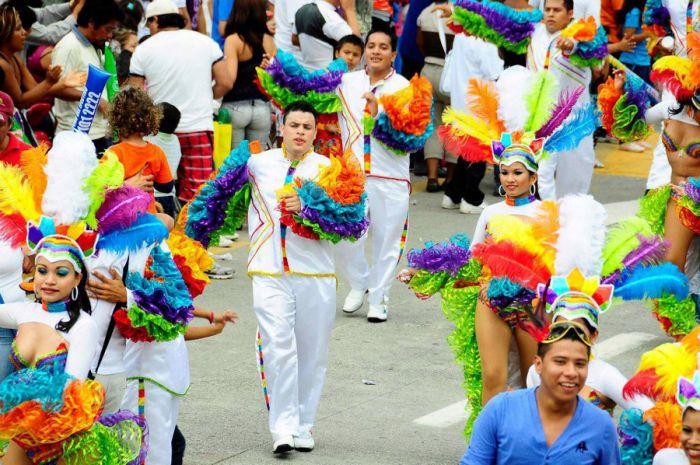 El carnaval de Veracruz es un espectáculo de colores y bailes que se realiza en el bulevar principal de la ciudad