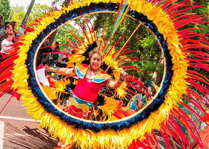 El carnaval internacional de Luton es una celebracion en donde se congregan personas de diferentes culturas y etnias