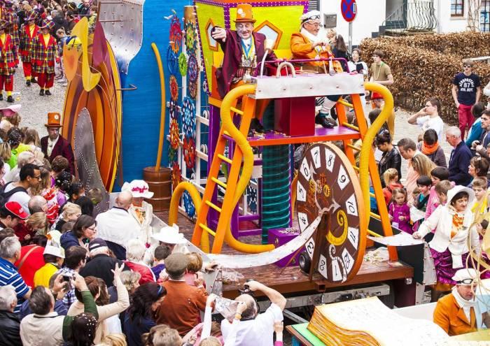 El desfile del carnaval de Stavelot se lleva a cabo el segundo día de celebraciones y atraviesa toda la localidad