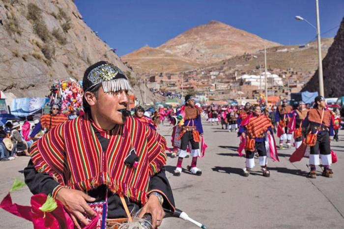 El desfile del carnaval de Potosí recorre las diferentes localidades de la ciudad
