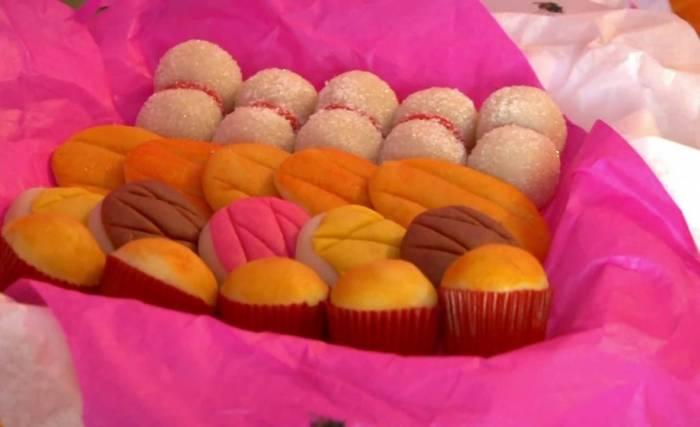 El dulce de pepita es un dulce típico que se arroja durante los desfiles