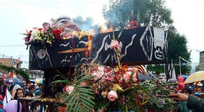 El entierro de Ño Carnavalón es la ceremonia de cierre de los carnavales de Cajamarca