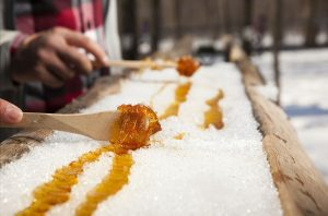 El maple taffy es un dulce típico de Canadá