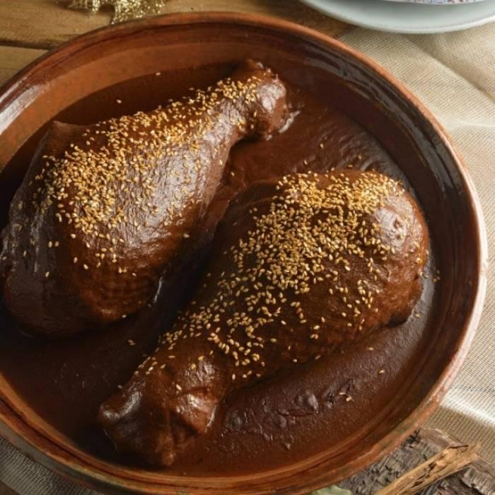 El mole de guajolote es un plato tradicional de la región