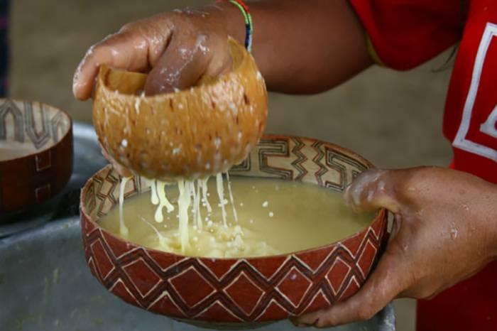 El pox es una bebida típica para celebrar el carnaval