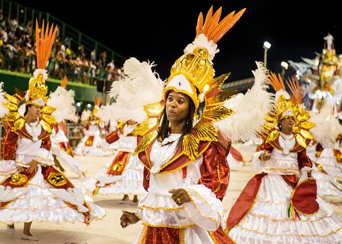 El sambódromo Nego Quirido de la ciudad de Florianópolis durante el carnaval se llena de color, coreografías y música