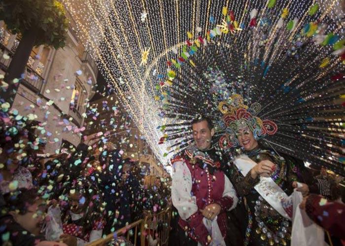 En el Carnaval de Málaga se celebra una Batalla de Flores junto a los Dioses del Carnaval