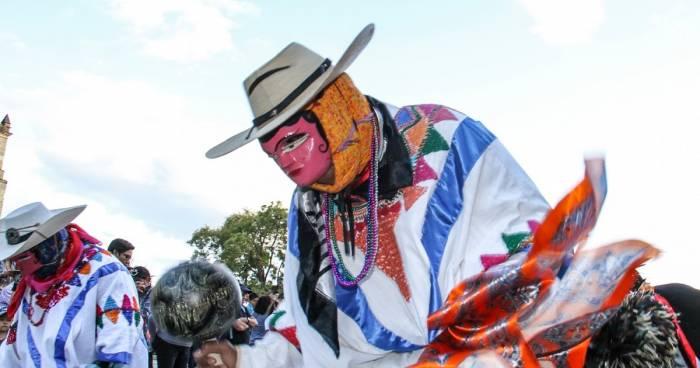 En el carnaval de Pinotepa de Don Luis los Tejorones son personajes típicos que bailan durante toda la celebración