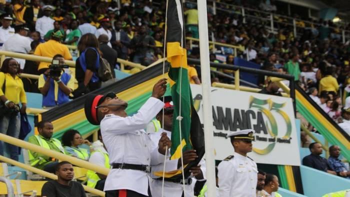 En la Gran Gala del Festival de la Independencia de Jamaica se iza la Bandera
