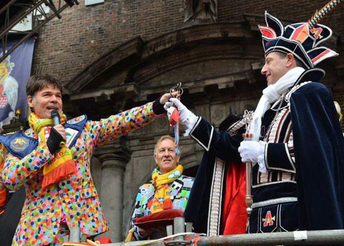 La entrega de la llave de la ciudad es la ceremonia de apertura de los carnavales de Breda