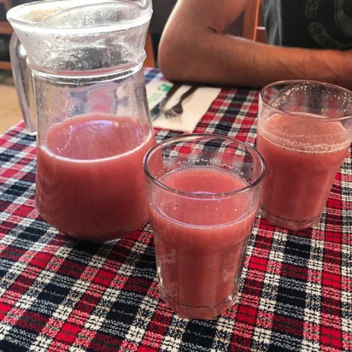 La frutillada es una bebida alcohólica típica de la región