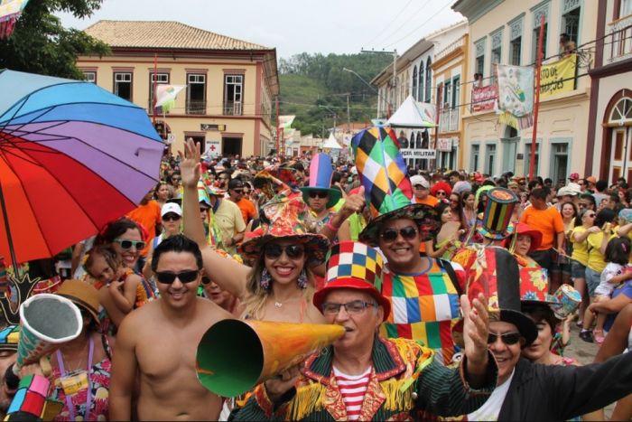 La gente se congrega en las calles São Luiz do Paraitinga a festejar y bailar