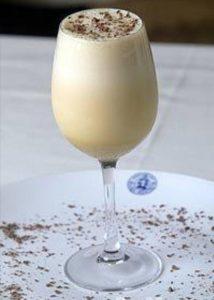 La leche de tigre es una bebida tradicional en las fiestas de Bolivia