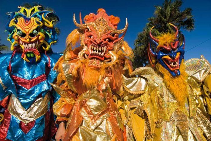 La tradición e historia de la isla se reflejan en los disfraces de los carnavales de Santo Domingo