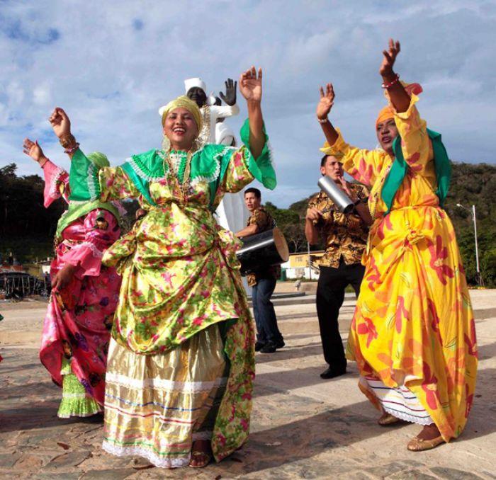 Las Madamas son las que se encargan de seguir transmitiendo la cultura de los Carnavales del Callao