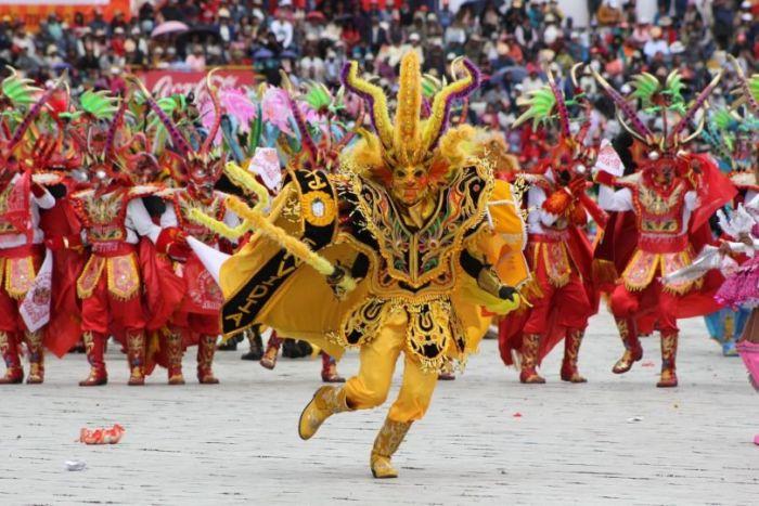 Las agrupaciones crean coreografías y bailes durante la Fiesta de la Virgen de la Candelaria de Puno