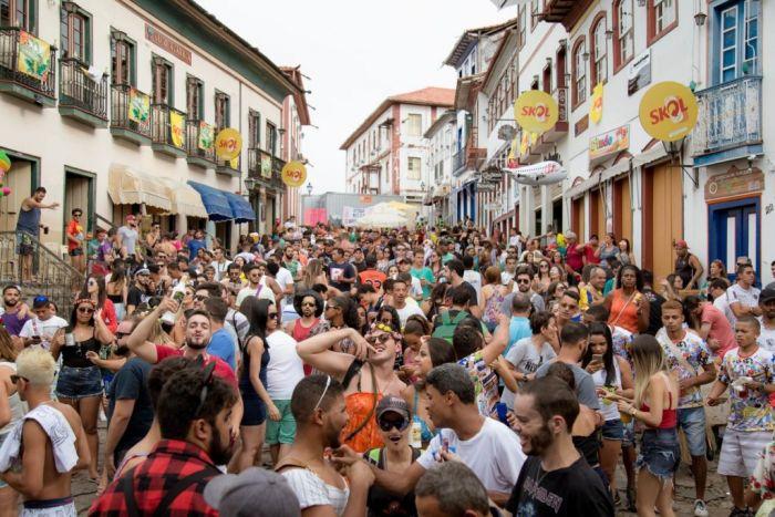 Las calles de Diamantina se llenan de gente durante los carnavales