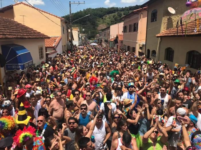 Las calles de São Luiz do Paraitinga durante el carnaval se llenan de gente que festeja con música tradicional y los blocos