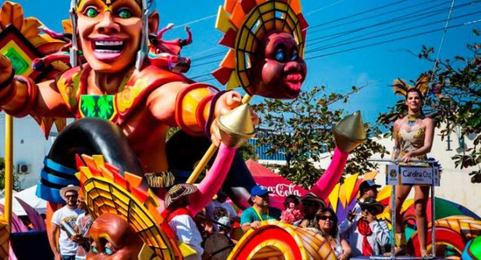Las carrozas del carnaval de Fortaleza son uno de los atractivos del desfile